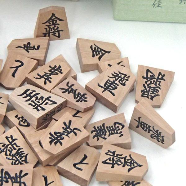 木製将棋駒 斧折上彫 桐箱入り 仙佳(せんか)作
