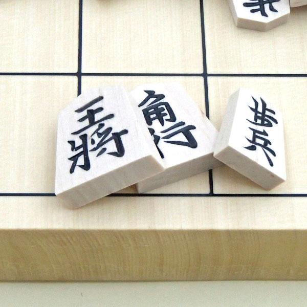 将棋駒 白椿上彫桐箱入り イメージ